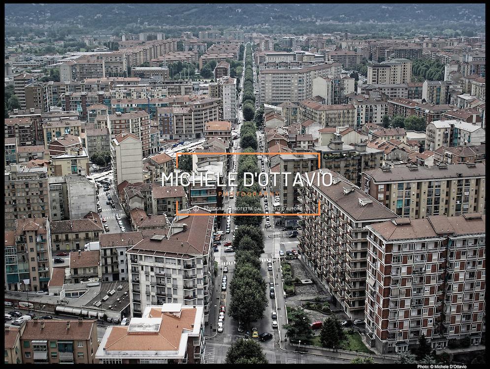 Nella foto:  via Boccherini.. Reportage fotografico aereo di bassa quota per l'importante progetto di trasformazione urbana Variante n. 200 al P.R.G. inerente la Linea 2 Metropolitana e Quadrante Nord-Est di Torino: Barriera di Milano, Rebaudengo, Falchera, Regio Parco, Barca e Bertolla.