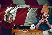 Nederland, Nijmegen, 30-8-2014Gebroeders van Limburg festival in het valkhof, valkhofpark. In de late Middeleeuwen was Nijmegen met de Valkhofburcht de belangrijkste stad in hertogdom Gelre. De drie rond 1380 in Nijmegen geboren gebroeders van Limburg waren beroemde tekenaars en kopiisten die vooral aan het franse hof furore maakten. Met het Gebroeders van Limburgfestival eert de stad hen. Het festival is geinspireerd op de miniaturen die zij maakten, waarbij figuranten het dagelijks leven naspelen. In de avond was er middeleeuws eten, en muziek met fluit, trommel en fagot.Foto: Flip Franssen/Hollandse Hoogte