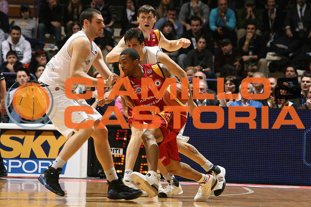 DESCRIZIONE : Bologna Final Eight 2008 Quarti di Finale Lottomatica Virtus Roma La Fortezza Virtus Bologna<br /> GIOCATORE : Allan Ray<br /> SQUADRA : Lottomatica Virtus Roma<br /> EVENTO : Tim Cup Basket For Life Coppa Italia Final Eight 2008 <br /> GARA : Lottomatica Virtus Roma La Fortezza Virtus Bologna<br /> DATA : 07/02/2008 <br /> CATEGORIA : Palleggio<br /> SPORT : Pallacanestro <br /> AUTORE : Agenzia Ciamillo-Castoria/M.Marchi<br /> Galleria : Final Eight 2008 <br /> Fotonotizia : Bologna Final Eight 2008 Quarti di Finale Lottomatica Virtus Roma La Fortezza Virtus Bologna<br /> Predefinita :