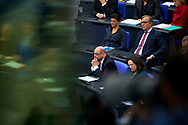 SPD Vorsitzender Martin Schulz und SPD Raktionsvorsitzende Andrea Nahles , dahinter Sahra Wagenknecht und Dietmar Bartsch / Fraktionsvorsitzende Die Linke  bei der Sitzung des Bundestag in Berlin. / 21112017,DEU,Deutschland,Berlin