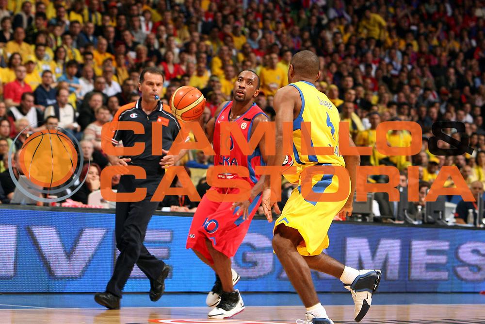 DESCRIZIONE : Praga Eurolega 2005-06 Final Four Finale 1-2 Posto Cska Mosca Maccabi Tel Aviv<br />GIOCATORE : Holden<br />SQUADRA : Cska Mosca<br />EVENTO : Eurolega 2005-2006 Final Four Finale 1-2 Posto <br />GARA : Cska Mosca Maccabi Tel Aviv<br />DATA : 30/04/2006 <br />CATEGORIA : Palleggio<br />SPORT : Pallacanestro <br />AUTORE : Agenzia Ciamillo-Castoria/E.Castoria