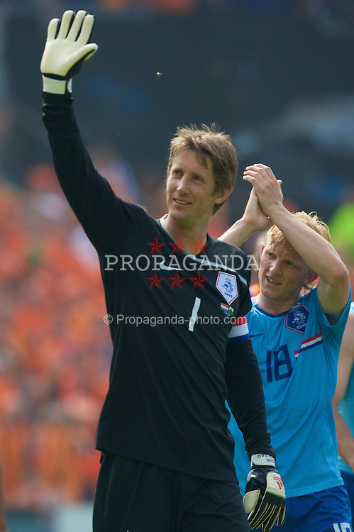 ROTTERDAM, THE NETHERLANDS - Sunday, June 1, 2008: Netherlands' goalkeeper Edwin van der Sar waves to the fans after the international friendly match against Wales at the de Kuip Stadium. (Photo by David Rawcliffe/Propaganda)
