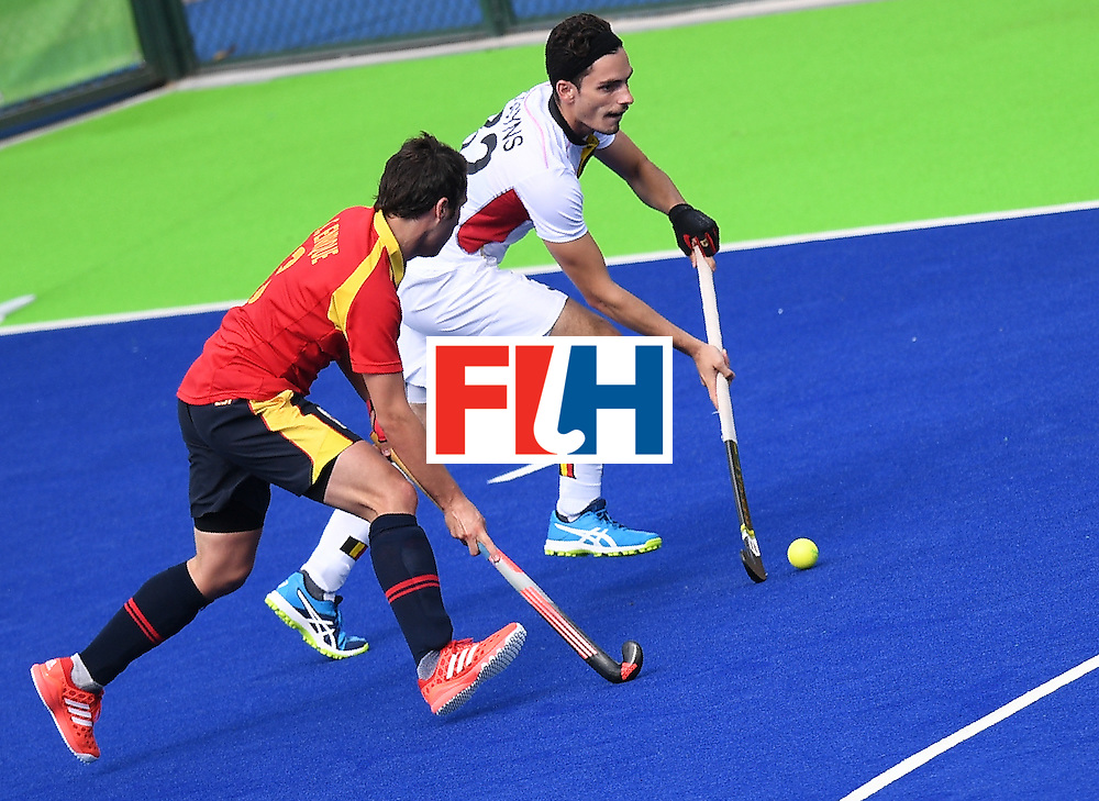 Spain's Sergi Enrique (L) chases Belgium's Tanguy Cosyns during the men's field hockey Spain vs Belgium match of the Rio 2016 Olympics Games at the Olympic Hockey Centre in Rio de Janeiro on August, 11 2016. / AFP / MANAN VATSYAYANA        (Photo credit should read MANAN VATSYAYANA/AFP/Getty Images)