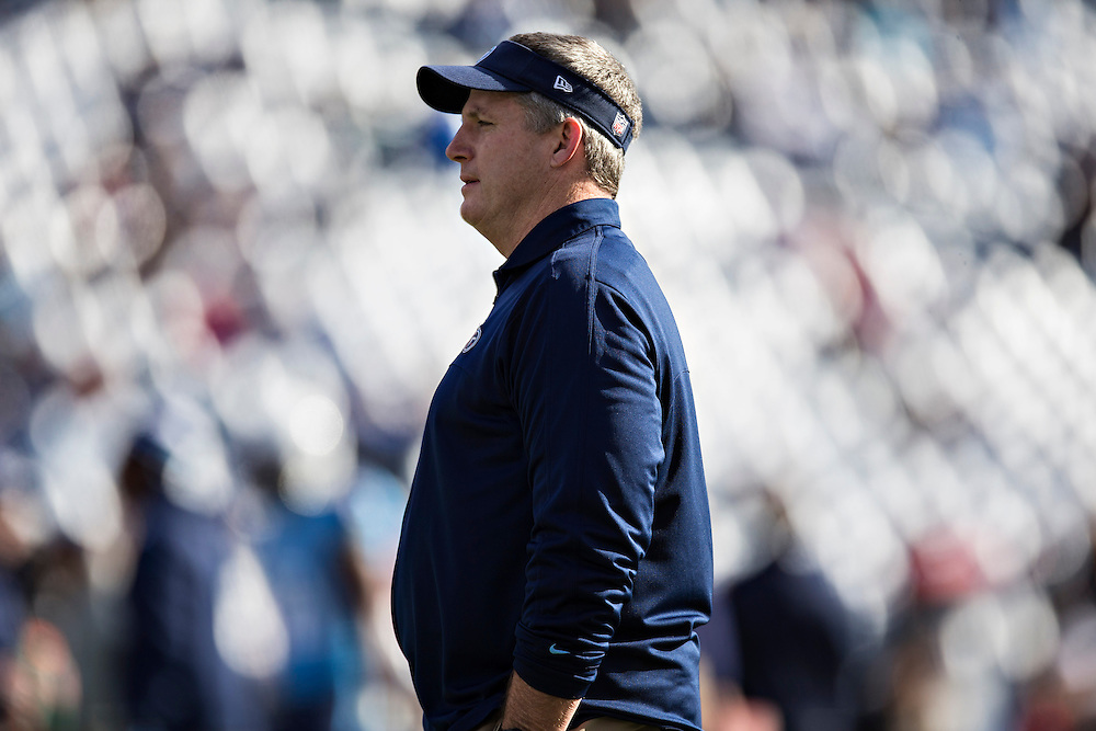 NASHVILLE, TN - DECEMBER 29:  Head Coach Mike Munchak of the Tennessee Titans watches his team warm up before a game against the Houston Texans at LP Field on December 29, 2013 in Nashville, Tennessee.  The Titans defeated the Texans 16-10.  (Photo by Wesley Hitt/Getty Images) *** Local Caption *** Mike Munchak