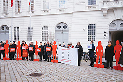 27.02.2020, Hofburg, Wien, AUT, Hofburg, Mahnwache für ermordete Frauen vor dem Parlament, im Bild Teilnehmer mit Aufstellern // during vigil for murdered women in front of the parliament at Hofburg palace in Vienna, Austria on 2020/02/27, EXPA Pictures © 2020, PhotoCredit: EXPA/ Florian Schroetter