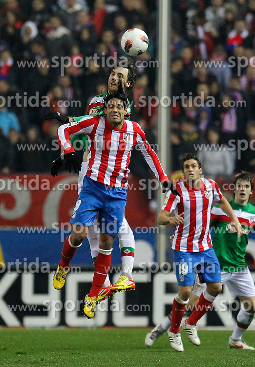 21.03.2012, Vicente Calderon Stadion, Madrid, ESP, Primera Division, Atletico Madrid vs Athletic Bilbao, 29. Spieltag, im Bild Amorebieta, Falcao // during the football match of spanish 'primera divison' league, 29th round, between Atletico Madrid and Athletic Bilbao at Vicente Calderon stadium, Madrid, Spain on 2012/03/21. EXPA Pictures © 2012, PhotoCredit: EXPA/ Alterphotos/ Alex Cid-Fuentes..***** ATTENTION - OUT OF ESP and SUI *****