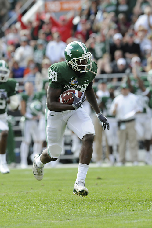 January 1, 2009: Kendell Davis-Clark of the Michigan State Spartans in action during the NCAA football game between the Michigan State Spartans and the Georgia Bulldogs in the Capital One Bowl. The Bulldogs defeated the Spartans 24-12.