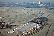 Nederland, Noord-Holland, Ouderkerk, 10-01-2009; ijsbaan in de Klein Duivendrechste Polder bij Ouderkerk aan de Amstel, Amsterdam Zuidoost met ArenA in de achtergrond; skating-rink southeast of Amsterdam, skyline in the background; ijs baan, ice-rink, natural ice, natuurijsbaan, schaats, schaatser, schaatsen, ijs, ijspret, pret, ijsbaan, natuurijs, schaatsen rijden, winter, koud, vriezen, min nul, beneden nul, onder nul, koud, celsius, skating, ice skating, ice, fun, skating rink, natural, skate, snow, cold, freezing, minus zero, below zero, cold, winterlandschap, winter landscape, tocht, toertocht, koek en zopie;. .luchtfoto (toeslag); aerial photo (additional fee required); .foto Siebe Swart / photo Siebe Swart