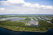 Nederland, Noord-Holland, Ankeveen, 17-06-2008; Ankeveensche Plassen, gezien vanuit Nederhorst den Berg, pal West, naar Ankeveen (bebouwing direkt naar de plas); aan de horizon Bussum en de tv-toren van Hilversum; het plassengebied is ontstaan door vervening (afgraven van veen, na drogen te gebruiken als de brandstof turf); kavels, verkaveling, water, waterrijk, plas, meer, wolken, wijdsheid, verte..luchtfoto (toeslag); aerial photo (additional fee required); .foto Siebe Swart / photo Siebe Swart