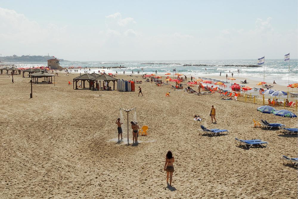Tel Aviv Beach *** Local Caption *** ??..???..?????..?? ????..??????..???? ??..????..????..???..????..???? ????..?????..????