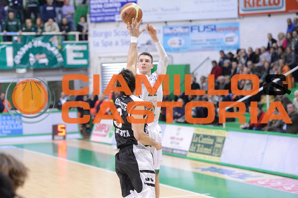 DESCRIZIONE : Siena Lega A 2012-13 Montepaschi Siena Juve Caserta<br /> GIOCATORE : Matt Janning<br /> CATEGORIA : three points<br /> SQUADRA : Montepaschi Siena<br /> EVENTO : Campionato Lega A 2012-2013 <br /> GARA : Montepaschi Siena Juve Caserta<br /> DATA : 18/11/2012<br /> SPORT : Pallacanestro <br /> AUTORE : Agenzia Ciamillo-Castoria/GiulioCiamillo<br /> Galleria : Lega Basket A 2012-2013  <br /> Fotonotizia : Siena Lega A 2012-13 Montepaschi Siena Juve Caserta<br /> Predefinita :
