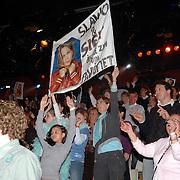 NLD/Hilversum/20070317 - Finale uitzending SBS Sterrendansen op het IJs 2007, fans met spandoek op de tribune