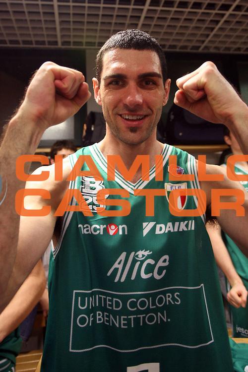 DESCRIZIONE : Bologna Coppa Italia 2006-07 Finale VidiVici Virtus Bologna Benetton Treviso<br /> GIOCATORE : Soragna<br /> SQUADRA : Benetton Treviso<br /> EVENTO : Campionato Lega A1 2006-2007 Tim Cup Final Eight Coppa Italia Finale<br /> GARA : VidiVici Virtus Bologna Benetton Treviso<br /> DATA : 11/02/2007<br /> CATEGORIA : Esultanza<br /> SPORT : Pallacanestro <br /> AUTORE : Agenzia Ciamillo-Castoria/S.Ceretti