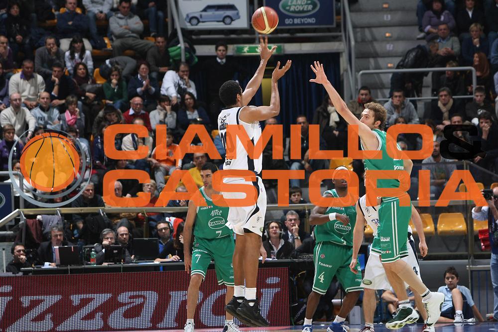 DESCRIZIONE : Bologna Lega A1 2008-09 GMAC Bologna Benetton Treviso<br /> GIOCATORE : Kieron Akara<br /> SQUADRA : GMAC Bologna <br /> EVENTO : Campionato Lega A1 2008-2009<br /> GARA : GMAC Bologna Benetton Treviso<br /> DATA : 22/11/2008<br /> CATEGORIA : Tiro<br /> SPORT : Pallacanestro<br /> AUTORE : Agenzia Ciamillo-Castoria/C.De Massis