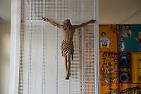 06 AUG 2014, BERLIN/GERMANY:<br /> Annehmbare Jesusfigur im Andachtsraum, der von Glaeubigen vieler Religionen genutzt wreden kann, Abschiebungsgewahrsam der Berliner Polizei in Berlin-Koepenick, Gruenauer Strasse 140<br /> IMAGE: 20150806-01-010<br /> KEYWORDS: Köpenick, Abschiebungshaft, Abschiebeknast, Abschiebehaft, Polizeiabschiebehaftanstalt, Grünau; Gruenau