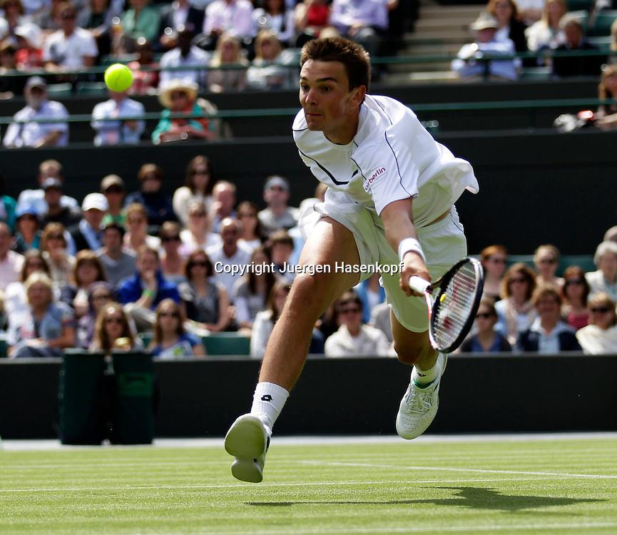 Wimbledon Championships 2011, AELTC,London,.ITF Grand Slam Tennis Tournament ,Andreas Beck (GER),Einzelbild,Aktion,.Ganzkoerper,Querformat,.