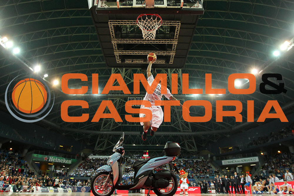 DESCRIZIONE : Pesaro Edison All Star Game 2012<br /> GIOCATORE : Aubrey Coleman<br /> CATEGORIA :  slum dunk contest gara delle schiacciate<br /> SQUADRA : All Star Team<br /> EVENTO : All Star Game 2012<br /> GARA : Italia All Star Team<br /> DATA : 11/03/2012 <br /> SPORT : Pallacanestro<br /> AUTORE : Agenzia Ciamillo-Castoria/ElioCastoria<br /> Galleria : FIP Nazionali 2012<br /> Fotonotizia : Pesaro Edison All Star Game 2012<br /> Predefinita :