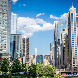 Picture of Chicago cityscape downtown buildings along the Chicago River.