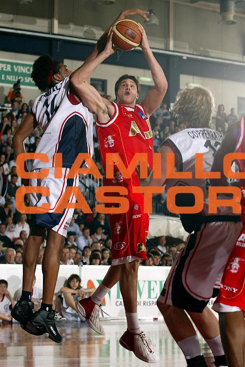 DESCRIZIONE : Biella Lega A1 2006-07 Angelico Biella Bipop Armani Jeans Milano<br /> GIOCATORE : Gallinari<br /> SQUADRA : Armani Jeans Milano<br /> EVENTO : Campionato Lega A1 2006-2007<br /> GARA : Angelico Biella Armani Jeans Milano<br /> DATA : 18/03/2007<br /> CATEGORIA : Tiro<br /> SPORT : Pallacanestro<br /> AUTORE : Agenzia Ciamillo-Castoria/E.Pozzo
