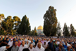 17.07.2015, Jerusalem, ISR, Fastenmonat Ramadan, im Bild Glaebige Muslime beim beten // Palestinian Muslim worshipers pray at the al-Aqsa Mosque compound in Jerusalem s old city in the early hours of Eid Al-Fitr holiday that marks the end of the fasting month of Ramadan, Israel on 2015/07/17. EXPA Pictures © 2015, PhotoCredit: EXPA/ APAimages/ Saeb Awad<br /> <br /> *****ATTENTION - for AUT, GER, SUI, ITA, POL, CRO, SRB only*****