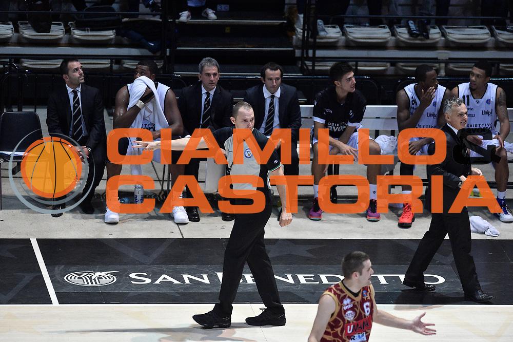 DESCRIZIONE : Bologna Lega A 2015-16 Obiettivo Lavoro Virtus Bologna - Umana Reyer Venezia<br /> GIOCATORE : Arbitro Referee<br /> CATEGORIA : Arbitro Referee<br /> SQUADRA : Umana Reyer Venezia<br /> EVENTO : Campionato Lega A 2015-2016<br /> GARA : Obiettivo Lavoro Virtus Bologna - Umana Reyer Venezia<br /> DATA : 04/10/2015<br /> SPORT : Pallacanestro<br /> AUTORE : Agenzia Ciamillo-Castoria/G.Ciamillo<br /> <br /> Galleria : Lega Basket A 2015-2016 <br /> Fotonotizia: Bologna Lega A 2015-16 Obiettivo Lavoro Virtus Bologna - Umana Reyer Venezia