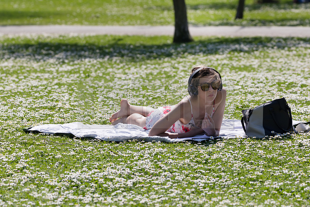 © Licensed to London News Pictures. 19/04/2018. London, UK. A woman enjoys the hot weather in Regents Park in London at lunchtime today. Photo credit: Vickie Flores/LNP