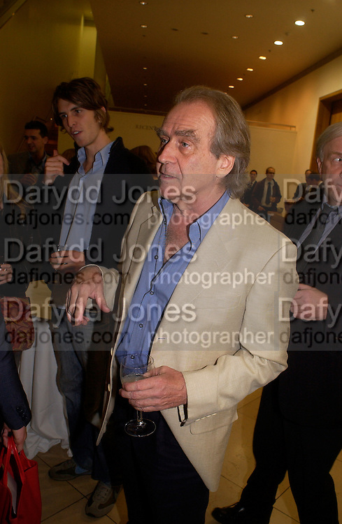 Alex Scarfe and Gerald Scarfe, Gerald Scarfe exhibition and book launch, National Portrait Gallery, 29 September 2003.© Copyright Photograph by Dafydd Jones 66 Stockwell Park Rd. London SW9 0DA Tel 020 7733 0108 www.dafjones.com