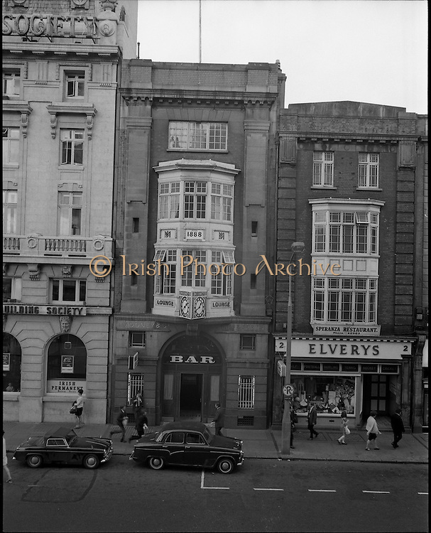 01/07/1969<br /> 07/01/1969<br /> 01 July 1969<br /> Pubs in and about Dublin. Mooney's Bar.