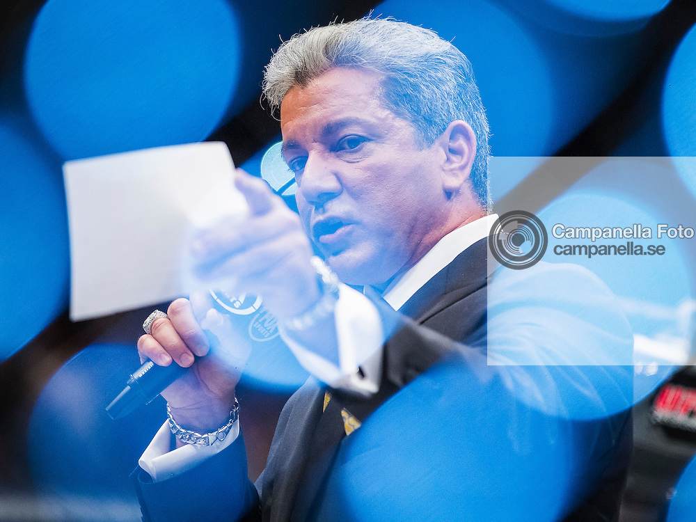 Stockholm 2012-04-15: <br /> <br /> UFC announcer Bruce Buffer introduces the main event fight between Thiago Silva and Alexander Gustafsson. <br /> <br /> (Photo: Michael Campanella / Pic-Agency)