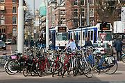 Fahrräder und Straßenbahn, Amsterdam, Holland, Niederlande