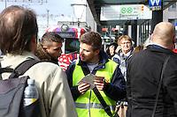 Mannheim. 01.03.17 | BILD- ID 091 |<br /> Innenstadt. Plankenumbau. Auswirkungen auf den Stra&szlig;enbahnverkehr. Am Hauptbahnhof informieren rnv Mitarbeiter &uuml;ber die Plan&auml;nderungen und Streckenverbindungen.<br /> - rnv Mitarbeiter Georg Warsitz<br /> Bild: Markus Prosswitz 01MAR17 / masterpress (Bild ist honorarpflichtig - No Model Release!)
