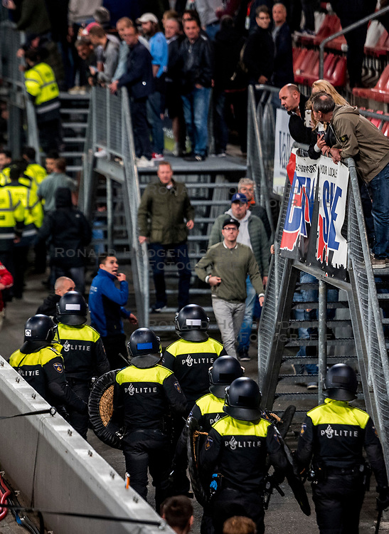 27-09-2018 NED: FC Utrecht - MVV Maastricht, Utrecht<br /> First round Dutch Cup stadium Nieuw Galgenwaard / <br /> Sercurity and ME police must act against supporters of MVV...