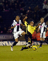 Photo: Leigh Quinnell.<br /> West Bromwich Albion v Manchester City. The Barclays Premiership. 10/12/2005. West Broms Diomansy Kamara and Man Citys Trevor Sinclair challenge for the ball.