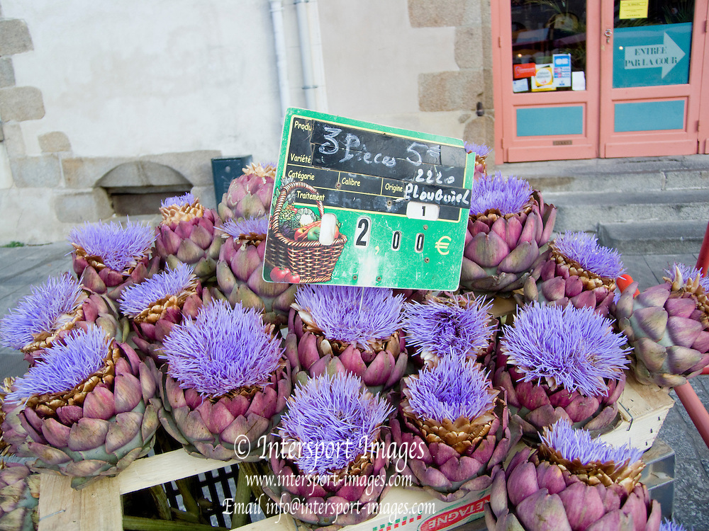 Rennes, FRANCE, Artichokes on display, Saturday Morning Market,  Brittany.  Saturday  26/09/2009   [Mandatory Credit Peter Spurrier Intersport Images] Street Photo.