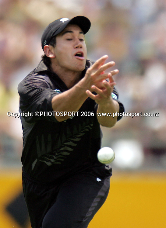 Ross Taylor drops a catch and a chance to dismiss Matthew Hayden during the one day international cricket match between New Zealand and Australia at the WACA ground in Perth on Sunday 28 January, 2007. Australia made 343/5 after winning the toss and batting first. Photo: Andrew Cornaga/PHOTOSPORT<br />