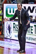 DESCRIZIONE : Varese Lega A 2015-16 Openjobmetis Varese Dinamo Banco di Sardegna Sassari<br /> GIOCATORE : Paolo Moretti<br /> CATEGORIA : Mani  Allenatore Coach Espressioni  <br /> SQUADRA : Openjobmetis Varese<br /> EVENTO : Campionato Lega A 2015-2016<br /> GARA : Openjobmetis Varese - Dinamo Banco di Sardegna Sassari<br /> DATA : 27/10/2015<br /> SPORT : Pallacanestro<br /> AUTORE : Agenzia Ciamillo-Castoria/M.Ozbot<br /> Galleria : Lega Basket A 2015-2016 <br /> Fotonotizia: Varese Lega A 2015-16 Openjobmetis Varese - Dinamo Banco di Sardegna Sassari