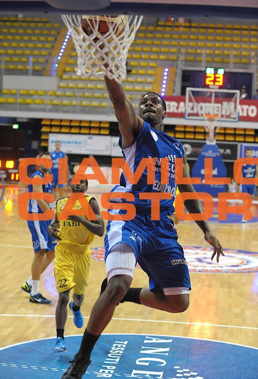 DESCRIZIONE : Biella II Torneo Memorial Gontero Lega A 2011-12 Angelico Biella Fabi Shoes Montegranaro <br /> GIOCATORE : Aubrey Coleman<br /> SQUADRA : Angelico Biella<br /> EVENTO : Finale Memorial Gontero Lega A 2011-2012 <br /> GARA : Angelico Biella Fabi Shoes Montegranaro <br /> DATA : 18/09/2011<br /> CATEGORIA : Penetrazione Tiro<br /> SPORT : Pallacanestro <br /> AUTORE : Agenzia Ciamillo-Castoria/ L.Goria<br /> Galleria : Lega Basket A 2011-2012 <br /> Fotonotizia : Biella II Torneo Memorial Gontero Lega A 2010-11 Angelico Biella Fabi Shoes Montegranaro <br /> Predefinita :