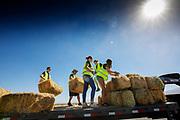De baan wordt weer opgeruimd na de laatste dag. In Battle Mountain (Nevada) wordt ieder jaar de World Human Powered Speed Challenge gehouden. Tijdens deze wedstrijd wordt geprobeerd zo hard mogelijk te fietsen op pure menskracht. De deelnemers bestaan zowel uit teams van universiteiten als uit hobbyisten. Met de gestroomlijnde fietsen willen ze laten zien wat mogelijk is met menskracht.<br /> <br /> In Battle Mountain (Nevada) each year the World Human Powered Speed Challenge is held. During this race they try to ride on pure manpower as hard as possible.The participants consist of both teams from universities and from hobbyists. With the sleek bikes they want to show what is possible with human power.