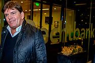 AMSTERDAM - Advocaat Gert-Jan Knoops met Frank Masmeijer  vertrekt bij de rechtbank Frank Masmeijer zegt dat hij in België geen eerlijk proces heeft gehad. De voormalig tv-presentator werd vorig jaar in Antwerpen veroordeeld tot acht jaar cel en een boete van 48.000 euro wegens de invoer van een grote partij cocaïne. Ten onrechte, betoogden Masmeijer en zijn advocaat dinsdag voor de rechtbank in Amsterdam, waar zij de door België gevraagde uitlevering aanvochten. copuyright robin utrecht