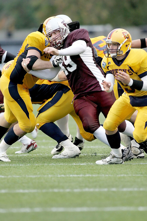 (06/10/2007--Ottawa) University of Ottawa Gees Gees men's football team defeating the Queen's University Golden Gaels 13-12. The player photographed in action is Daniel Kennedy