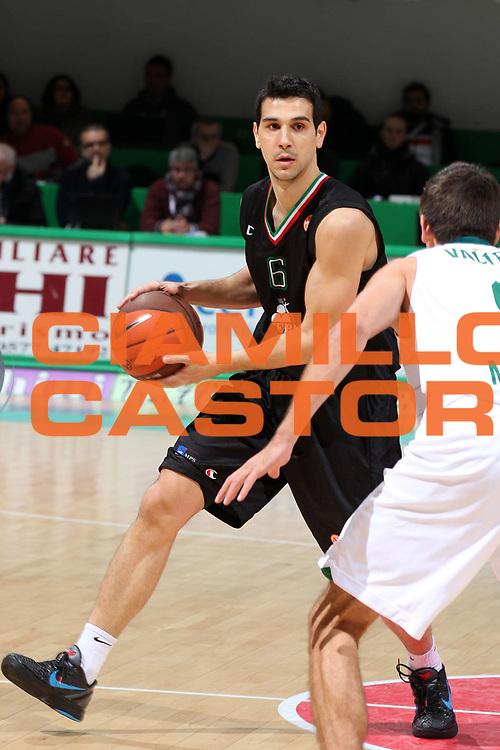DESCRIZIONE : Siena Eurolega 2011-12 Montepaschi Siena Unicaja Malaga<br /> GIOCATORE : Nikos Zisis<br /> CATEGORIA : palleggio<br /> SQUADRA : Montepaschi Siena <br /> EVENTO : Eurolega 2011-2012<br /> GARA : Montepaschi Siena Unicaja Malaga<br /> DATA : 08/02/2012<br /> SPORT : Pallacanestro <br /> AUTORE : Agenzia Ciamillo-Castoria/ElioCastoria<br /> Galleria : Eurolega 2011-2012<br /> Fotonotizia : Siena Eurolega 2011-12 Montepaschi Siena Unicaja Malaga<br /> Predefinita :