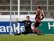 FODBOLD: Mikkel Bruhn (FC Helsingør) redder afslutning fra Kristian Uth (AB) under kampen i NordicBet Ligaen mellem AB og FC Helsingør den 11. maj 2017 på Helsingør Stadion. Foto: Claus Birch