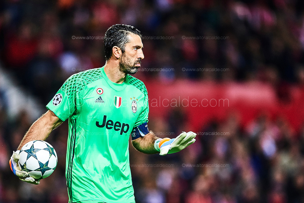 SEVILLE, SPAIN - NOVEMBER 22:  Gianluigi Buffon of Juventus reacts during the UEFA Champions League match between Sevilla FC and Juventus at Estadio Ramon Sanchez Pizjuan on November 22, 2016 in Seville, .  (Photo by Aitor Alcalde/Getty Images)