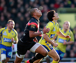David Skrela of Clermont competes with Gael Fickou of Toulouse for the ball. Stade Toulousain v ASM Clermont Auvergne, Top 14, Stade Municipal, Toulouse, France, 1st December 2012.