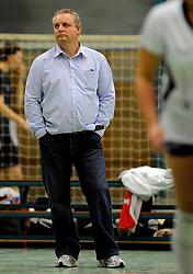 06-10-2012 VOLLEYBAL: PHARMAFILTER US - PRIMA DONNA KAAS HUIZEN: AMSTERDAM<br /> Pharmafilter US verslaat PDK Huizen met 4-0 / Trainer Coach Derk de Saegher<br /> ©2012-FotoHoogendoorn.nl