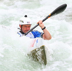 27.06.2015, Verbund Wasserarena, Wien, AUT, ICF, Kanu Wildwasser Weltmeisterschaft 2015, K1 men, im Bild Hugh Pritchard (USA) // during the final run in the men's K1 class of the ICF Wildwater Canoeing Sprint World Championships at the Verbund Wasserarena in Wien, Austria on 2015/06/27. EXPA Pictures © 2014, PhotoCredit: EXPA/ Sebastian Pucher