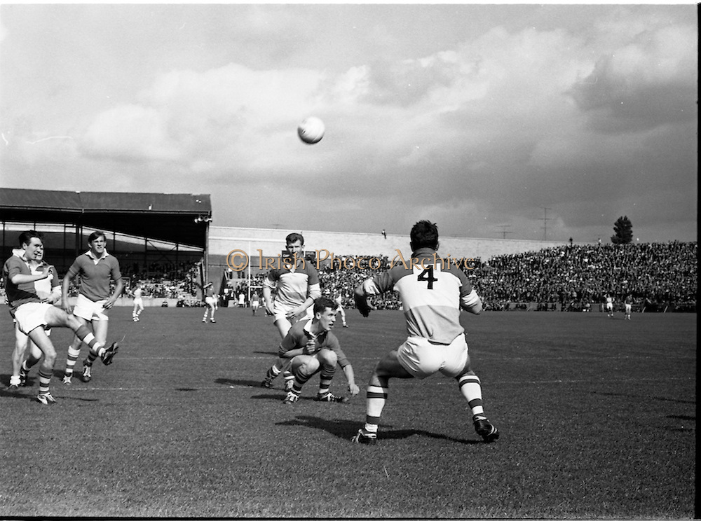27/09/1964<br /> 09/27/1964<br /> 27 September 1964<br /> GAA All Ireland Minor Football final Cork V. Offaly at Croke Park, Dublin.