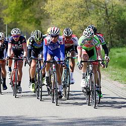 02-05-2015: Wielrennen: Ronde van Overijssel mannen: Rijssen  <br />RIJSSEN (NED) wielrennen:  De 63e ronde van Overijssel heeft als zwaarte punt de heuveltjes rond Ootmarsum en de Sallandse heuvelrug. Net als in de ronde van Vlaanderen kent men in Overijssel het dorp van de ronde. In 2015 is de eer aan Markelo.<br />De eerste echte kopgroep met Twentse inbreng van Joey van Rhee (Nijverdal)