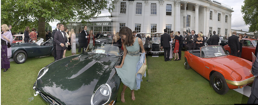 Lisa B. polishing car with her dress. Louis Vuitton Concours d'Elegance, Hurlingham.  8 June 2002.  Copyright Photograph by Dafydd Jones 66 Stockwell Park Rd. London SW9 0DA Tel 020 7733 0108 www.dafjones.com