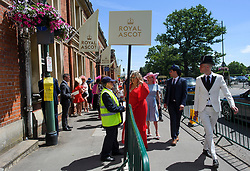 © Licensed to London News Pictures. 21/06/2018. London, UK. Racegoers arrive for Ladies Day at Royal Ascot at Ascot racecourse in Berkshire, on June 21, 2018. The 5 day showcase event, which is one of the highlights of the racing calendar, has been held at the famous Berkshire course since 1711 and tradition is a hallmark of the meeting. Top hats and tails remain compulsory in parts of the course. Photo credit: Ben Cawthra/LNP